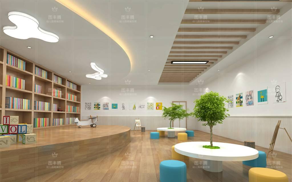 幼儿园室内装饰幼儿园是孩子们入园以后日常活动的场所,在设计和装饰过程中,布局和构思都要根据孩子们的特征和需求了设定,下面我们来盘点下幼儿园装饰理念构思及布局设计。 幼儿园室内装饰1、幼儿园室内大厅在构思理念上,要以吸引孩子们的注意力为主要内容,尤其是色调选择,比较好以清新、鲜亮、活泼的色调为主,比如明黄色,橙黄色等,都比较符合孩子的审美,很容易***孩子们的心理。 2、幼儿园室内地面在创设过程中,要以优质环保的材质为主,防滑性能、弹性等方面,都需要注意。另外,地面的纹理性和图案也是值得注意的地方。常用的