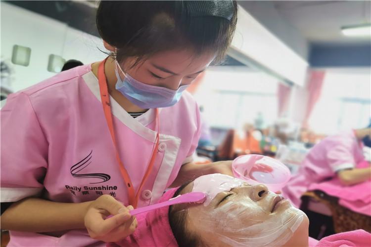平凉专业皮肤管理培训机构 诚信经营 兰州瑞丽阳光供应