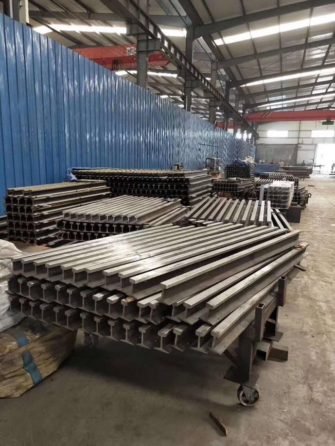 新疆UIC860標準鋼軌價格 烏魯木齊鑫圣龍鋼材供應