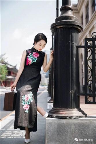 贵州绣花旗袍高品质的选择 和谐共赢「贵州创和服饰供应」