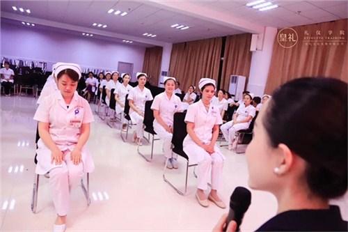 昆明医院医生礼仪规范培训 云南皇礼礼仪学院