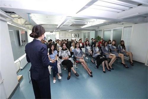 昆明女性形象礼仪培训课程 服务为先 云南皇礼礼仪学院