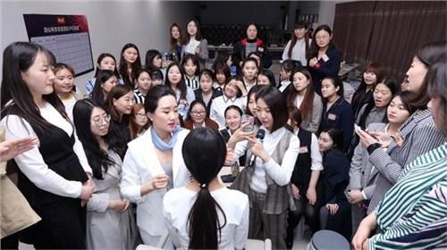 昆明商务礼仪培训师4006250898 值得信赖 云南皇礼礼仪学院