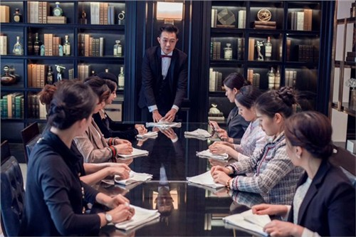 昆明中餐礼仪培训老师18108825783 服务至上 云南皇礼礼仪学院
