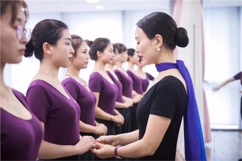 昆明形象礼仪教育 云南皇礼礼仪学院