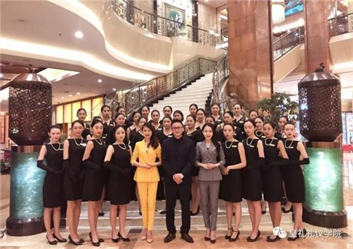 昆明企业礼仪教学18108825783 云南皇礼礼仪学院