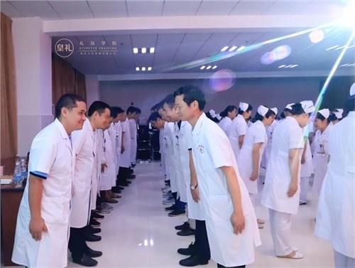 昆明医院医生礼仪导师 云南皇礼礼仪学院