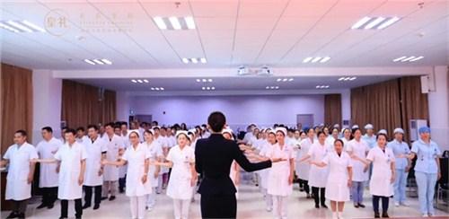 昆明医院医生礼仪学习 服务为先 云南皇礼礼仪学院