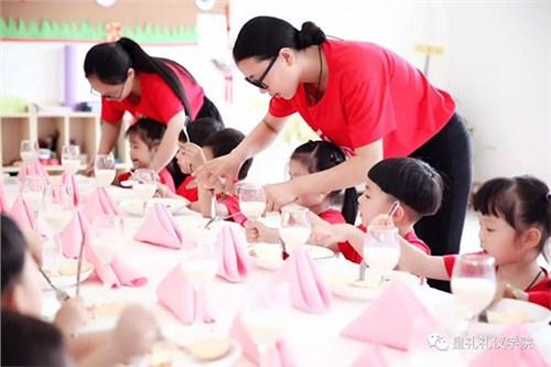 昆明儿童礼仪导师4006250898 云南皇礼礼仪学院