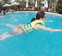 让孩子爱不释手的浮力衣 水趣供