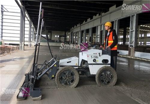 江苏纯进口四轮驾驶式激光整平机做超平地坪 创造辉煌 上海朔马珞机械设备供应