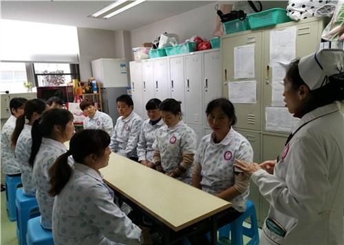 昆明五华区专业月嫂培训班 昆明逸家欣母婴健康管理供应