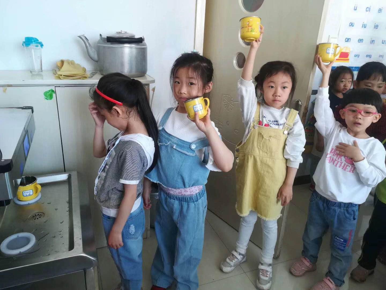 幼儿饮水器