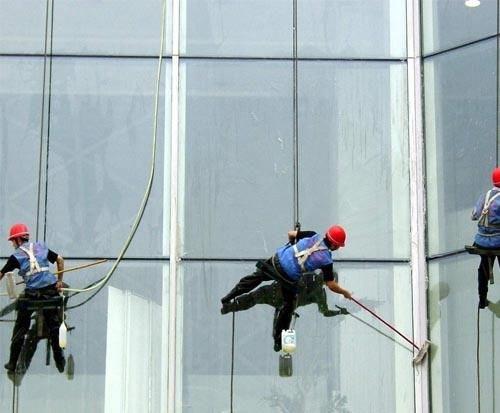 湖北大楼外墙清洗承包 服务为先 武汉宏通盛保洁服务供应