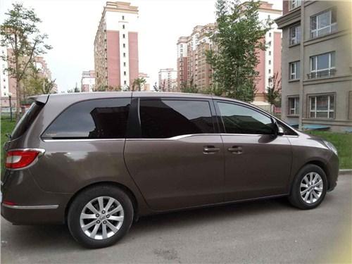 新疆旅游租车费用,租车