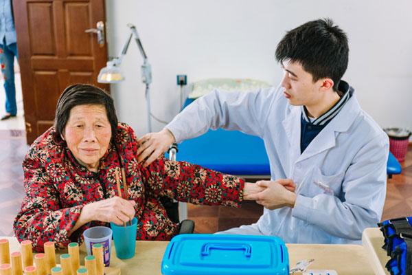 武侯区老人医养结合的优势 服务至上「成都市郫都区虹满天康养供应」