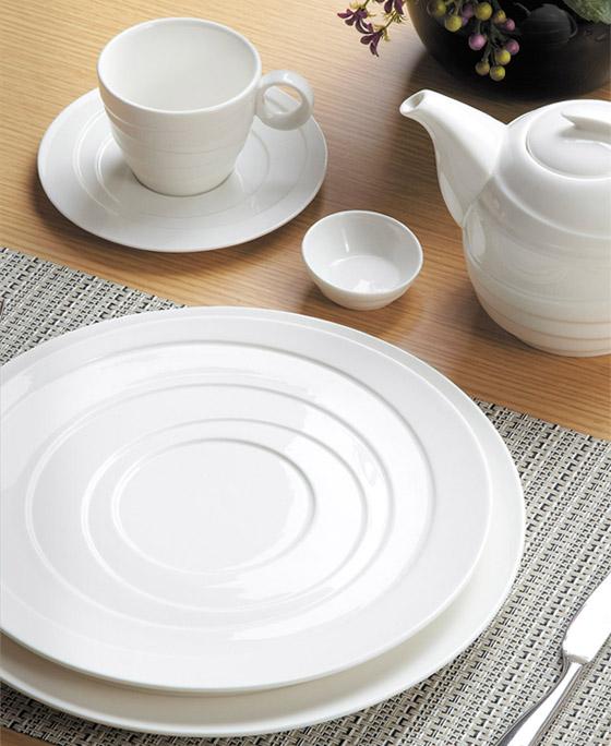 南京现代陶瓷餐具***企业,陶瓷餐具