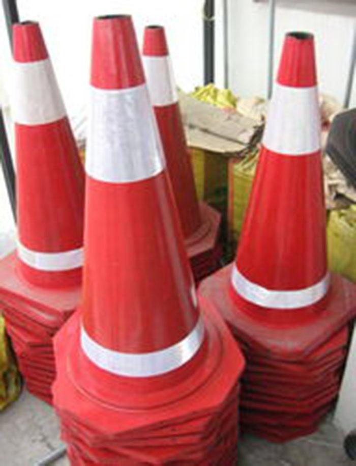 南充高速路锥定制 服务为先「 四川华圣四维交通设施供应」
