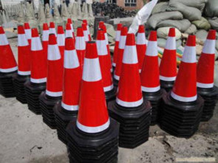 云南城市路锥设计 诚信为本「 四川华圣四维交通设施供应」
