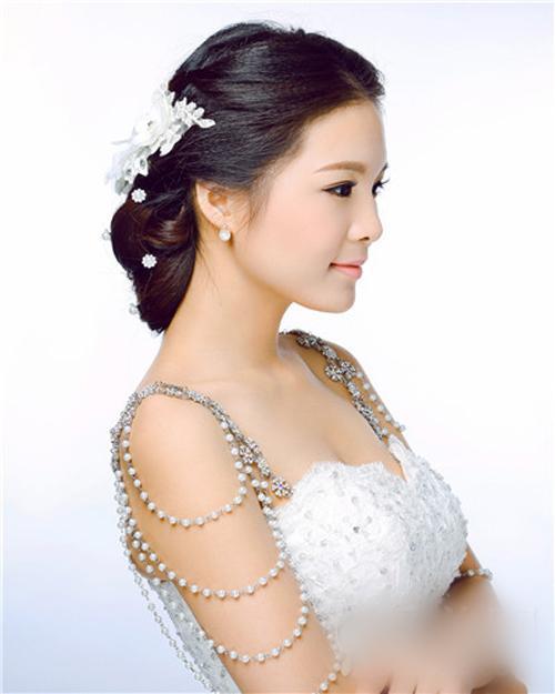 云南知名新娘化妆造型多重优惠