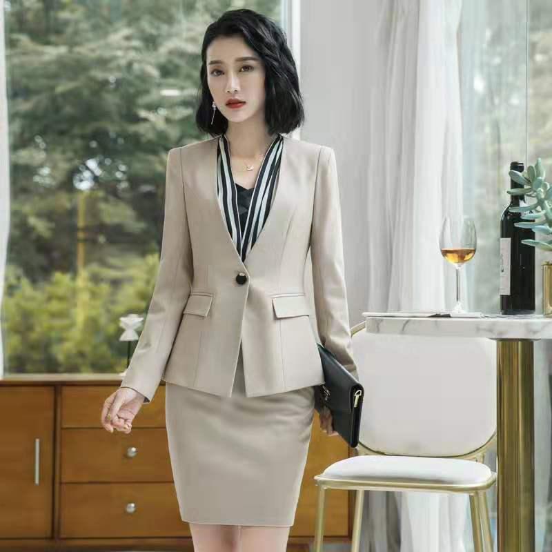上海女士西服订做厂「上海格宾服饰供应」