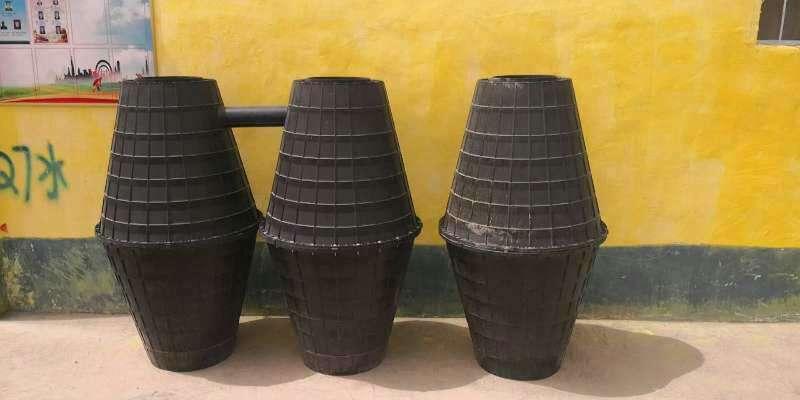 和田三格式化粪池电话 新疆长久通塑业供应