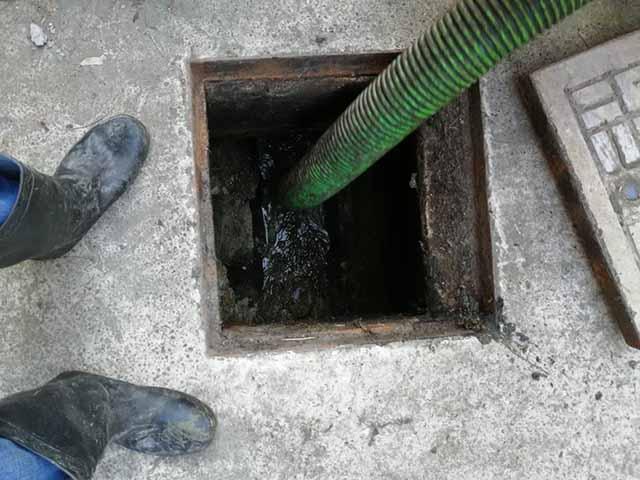 黄浦区10吨吸粪车设备化粪池清理随叫随到,化粪池清理