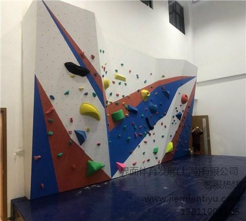比赛攀岩墙