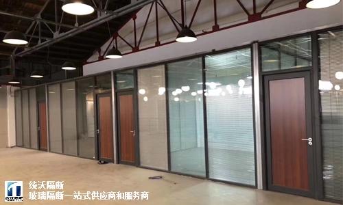 崇明区高品质玻璃百叶隔断服务至上,玻璃百叶隔断