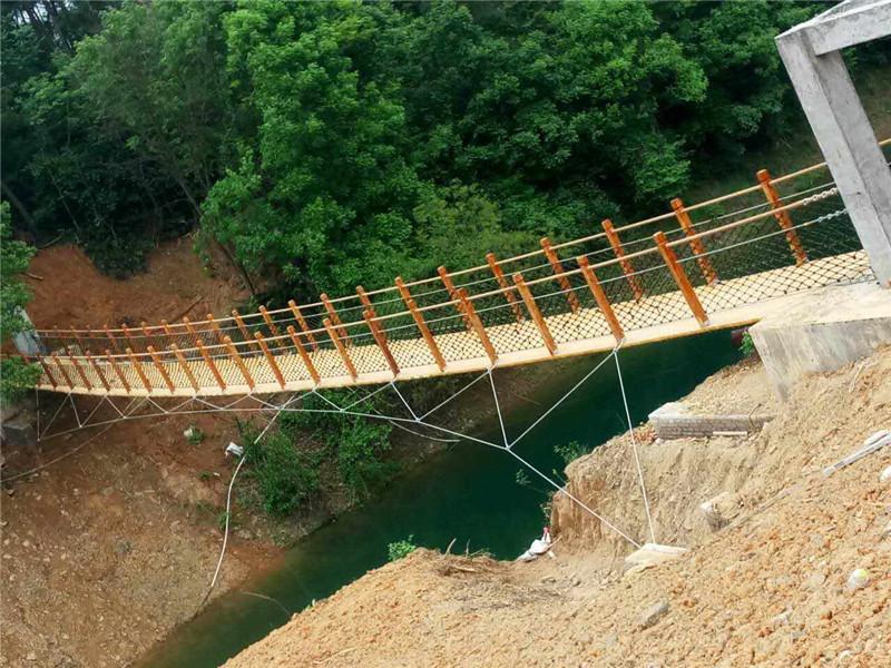 专业吊桥设计厂家,吊桥