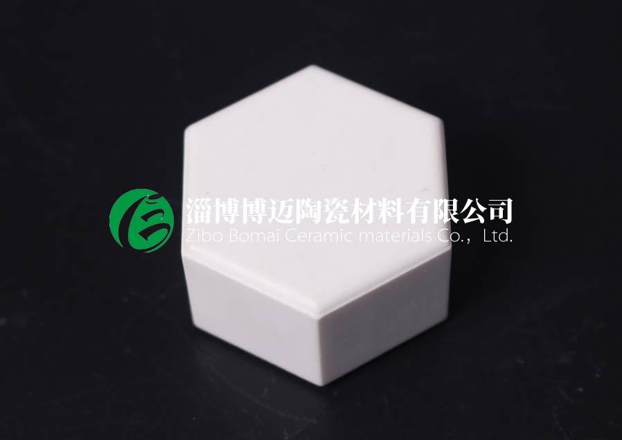 云南旋流器用弧形耐磨陶瓷衬板施工 淄博博迈陶瓷材料供应