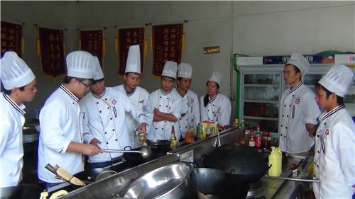 云南正规的厨师培训需要多少钱 云南先科职业培训学校供应 云南先科职业培训学校供应