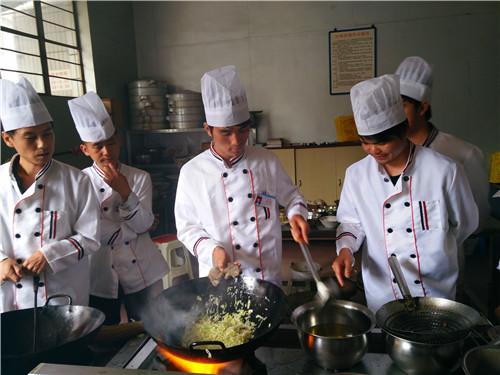 昆明有名厨师培训班 云南先科职业培训学校供应