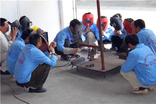 昆明电焊工班实作练习 云南先科职业培训学校供应
