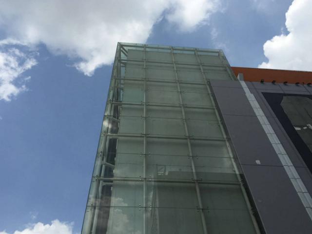 南山区更换外墙玻璃安装不二之选 深圳市良辰幕墙装饰工程供应
