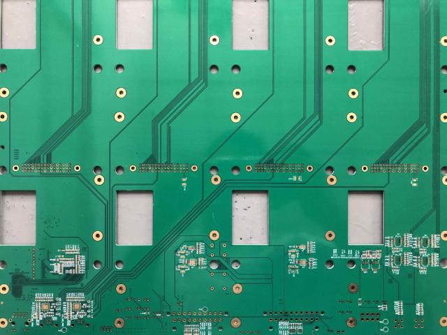 加工多层电路板焊接