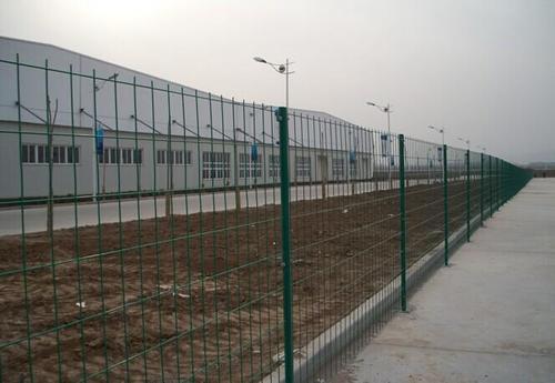 海南州公路网围栏公司哪家强 鑫龙彩钢钢构供应