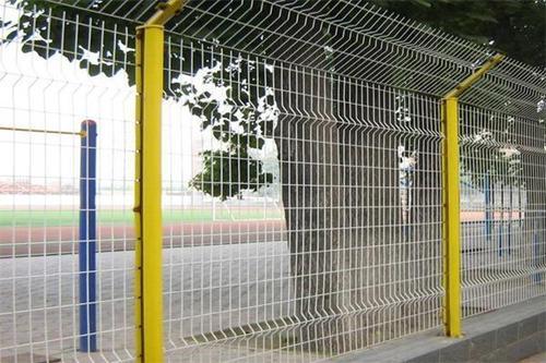 德令哈网围栏生产公司 鑫龙彩钢钢构供应
