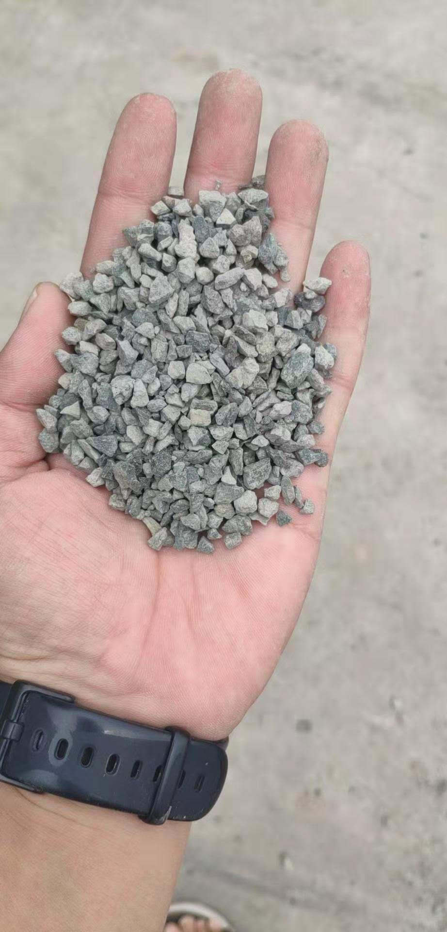 重庆透水路面石子多少钱一吨 展飞建材供应