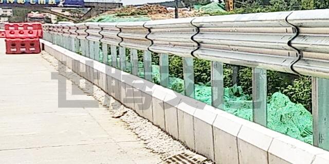 贵州高速防撞护栏哪家便宜 服务为先 贵州世腾交通工程供应