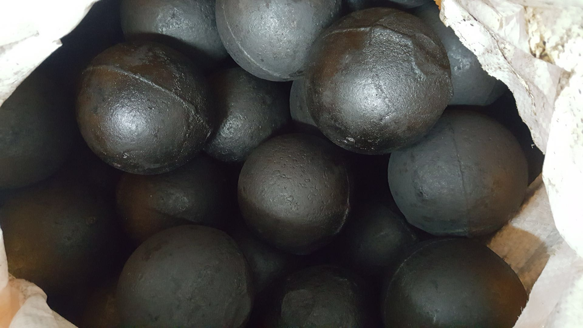 九龙坡区中铬高铬钢球求购 欢迎咨询 成都双新佳和耐磨材料供应