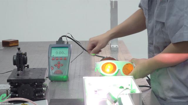 吉林激光防护玻璃批发 推荐咨询「成都希德光安全科技供应」