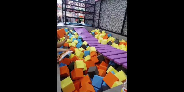 大型蹦床公园品牌厂家「温州嗨童游乐设备供应」