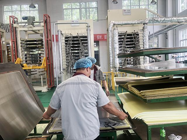 蘭州桑拿房取暖電熱板多少錢「淮安晶浩新材料科技供應」