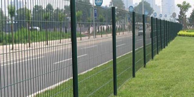 重慶專業公路護欄網價格 歡迎咨詢 湖北華欄達金屬制品供應