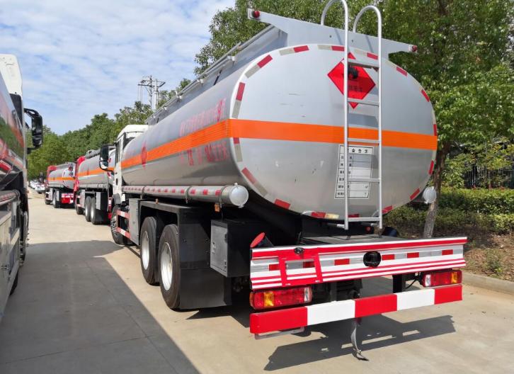 福建三轴15吨运油车那里买,15吨运油车