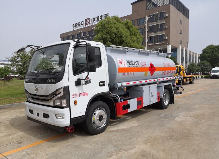 四川8吨加油车多少钱一辆 有口皆碑 楚胜汽车集团供应