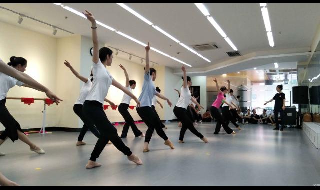 长沙男生播音主持培训班 服务为先 上海怀严文化传媒供应