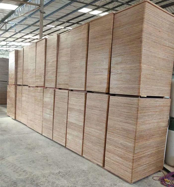 免烧砖托板批发商 来电咨询「云南嘉缘免烧砖托板厂供应」
