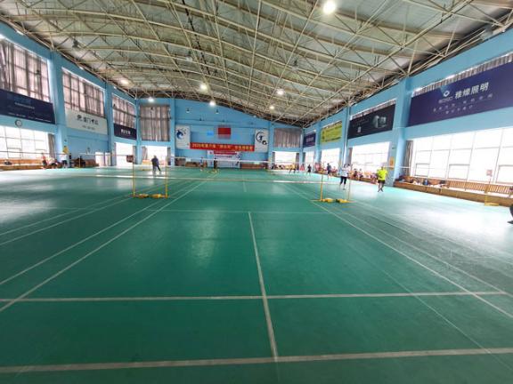 島內青少年羽毛球訓練 貼心服務「廈門郡翎體育供應」